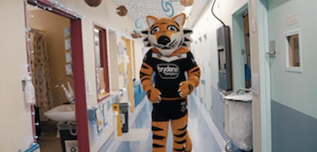 Wests Tigers visit The Children's Hospital