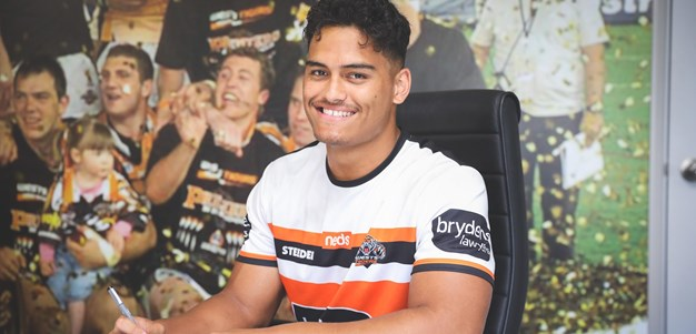 Shawn Blore re-signs with Wests Tigers