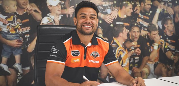David Nofoaluma re-signs with Wests Tigers
