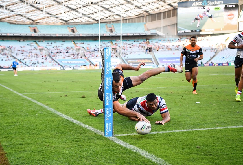 Corey Thompson scores the winning try in his Wests Tigers debut in 2018.
