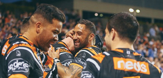 Wests Tigers demolish Knights to keep finals hopes alive