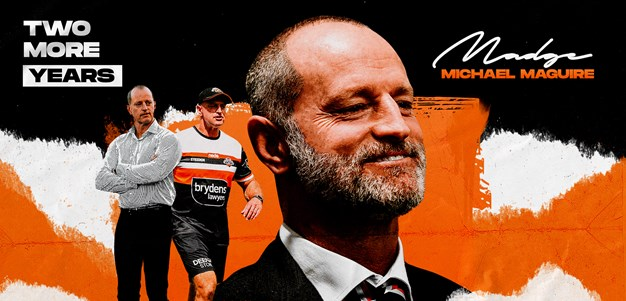 Michael Maguire re-signs with Wests Tigers